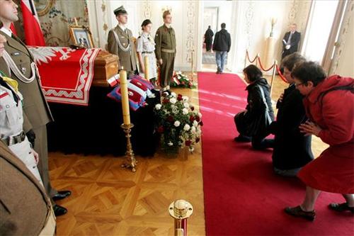 Belweder – przed wyprowadzeniem trumny z doczesnymi szczątkami Prezydenta Rzeczypospolitej na Obczyźnie