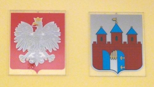 godło państwowe i herb miasta w Urzędzie Miasta Bydgoszczy