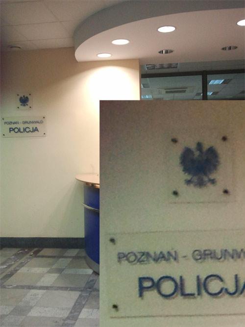 godło na Komendzie Policji Poznań-Grunwald