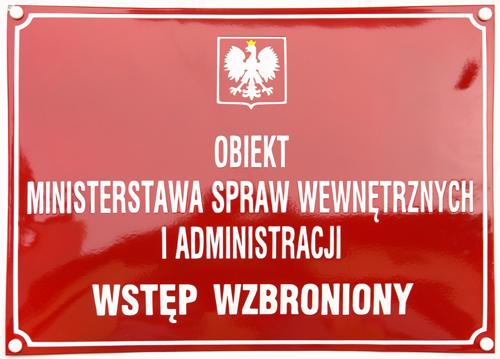 tablica z dodanym zakazem wstępu