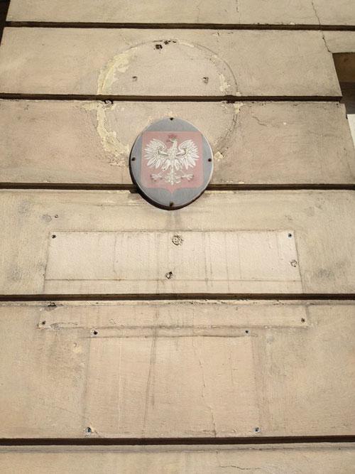 tablica na byłym budynku WKU
